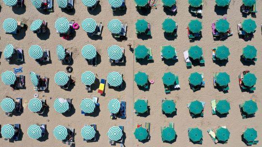 Fotogaleria Albania Turismo Playa Sombrillas