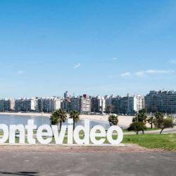 """""""En Montevideo, por ejemplo, una pareja puede vivir con US$ 3.200 mensuales"""", afirma el sitio."""