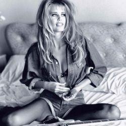 Sus comienzos junto a Guess y un espectacular look a lo Brigitte Bardot.
