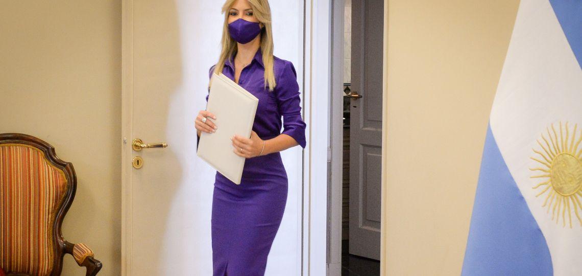 Nueve prendas para copiar el violeta de Fabiola Yáñez, el color de la temporada