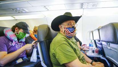 Se impone el uso de tapabocas en los aviones
