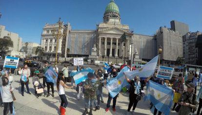 Nueva marcha contra la reforma judicial frente al Congreso nacional.