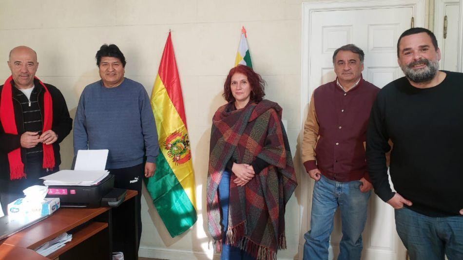 Depetri (cuarto desde la derecha) junto a Evo Morales