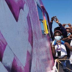 Migrantes a bordo del Louise Michel ayer, tras el rescate.    Foto:CEDOC