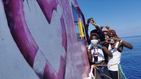 Migrantes a bordo del Louise Michel ayer, tras el rescate.