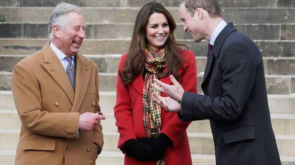 """El Príncipe William y Kate Middleton podrían """"robar"""" el trono al príncipe Carlos"""