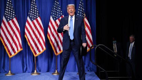Trump al ser reconocido por la convención republicana.