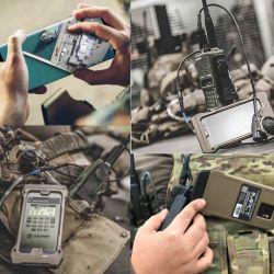 Su pantalla es tan sensible que hasta se puede usar con guantes, una prenda muy usada entre militares.