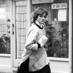 Diana de Gales corriendo bajo la lluvia