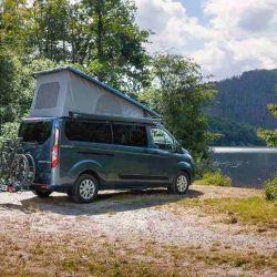 Este camper de 5,3 metros de largo ofrece capacidad para cinco personas.
