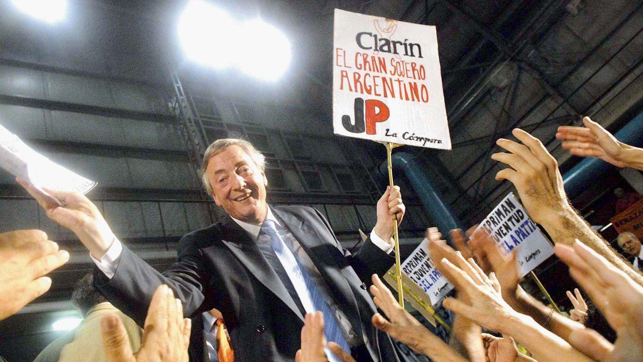 Kirchnerismo y Clarín: cómo es la larga historia de la pelea
