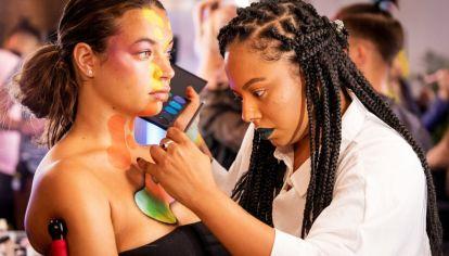 """""""Glow"""", la competencia de maquilladores, estrenó segunda temporada en Netflix"""