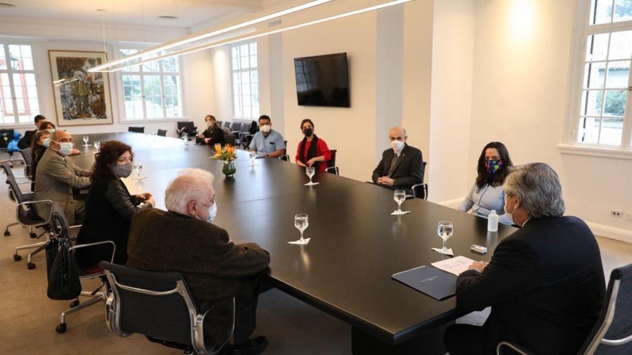 Alberto Fernández se reunió con un grupo de terapistas y trabajadores de la salud.