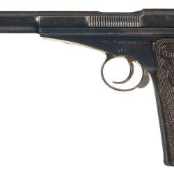 """Pistola Campogiro Modelo 1913. Una de las de mayor calibre en utilizar el sistema """"blowback"""", con la dificultad que ello representa para accionar la corredera manualmente."""