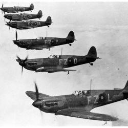 El 3 de septiembre de 1939, el Reino Unido y otros países europeos realizaron un llamado a los jóvenes de todo el mundo para unirse en su lucha en contra de la Alemania nazi y las fuerzas del Eje.