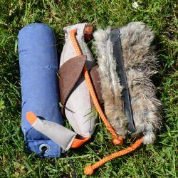 Los juguetes con una bolsa de alimento integrada son óptimos para las primeras fases del entrenamiento canino. Foto: Sabine Maurer/dpa