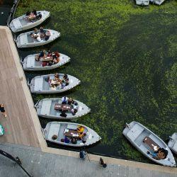Inglaterra, Londres: el público ve una película en el cine Openaire Float-In en Regent's Canal, que consta de una flota de botes ecológicos con capacidad para 128 personas. | Foto:Foto: David Parry / PA Wire / DPA