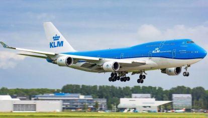 La aerolínea holandesa KLM cuenta con siete unidades de este modelo, dos B747-400 regular y cinco del B747-400M.