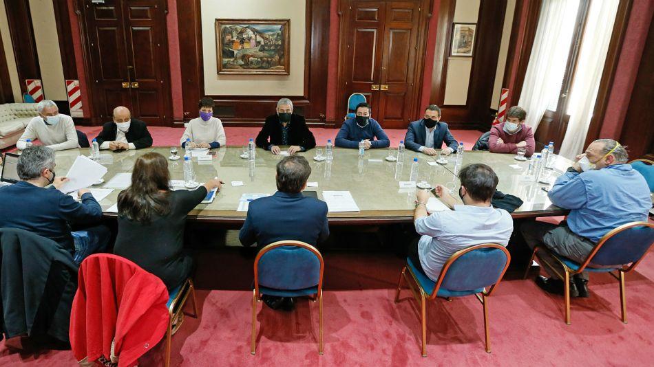 La reunión de Kicillof y Berni, con intendentes del Conurbano. Obligado, el oficialismo debió incluir las usurpaciones de tierras en la agenda.