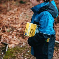 A través del trabajo y la exploración en el bosque, los chicos van aprendiendo habilidades nuevas.