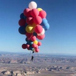 Blaine logró mantenerse suspendido a 30 mil piés de altura durante 45 minutos.
