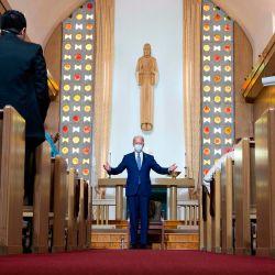 El candidato presidencial demócrata y exvicepresidente de los Estados Unidos, Joe Biden, visita la Iglesia Luterana Grace en Kenosha Wisconsin, después del tiroteo policial contra Jacob Blake. | Foto:JIM WATSON / AFP