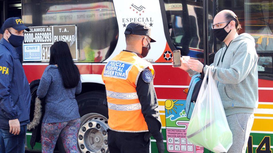 Control de pasajeros en el transporte público en tiempos de coronavirus.