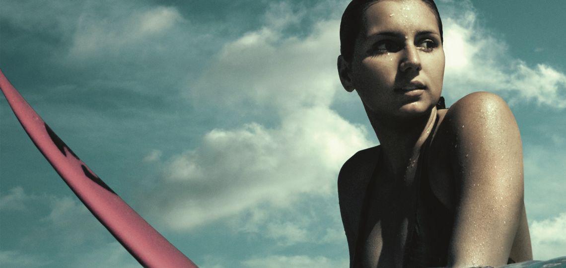 Conocé a Maya Gabeira, la mejor surfista (feminista) del mundo
