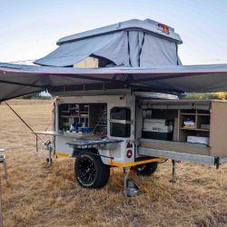 El Mobi está montado sobre un solo eje, con un bastidor de acero y una estructura externa de fibra de vidrio.