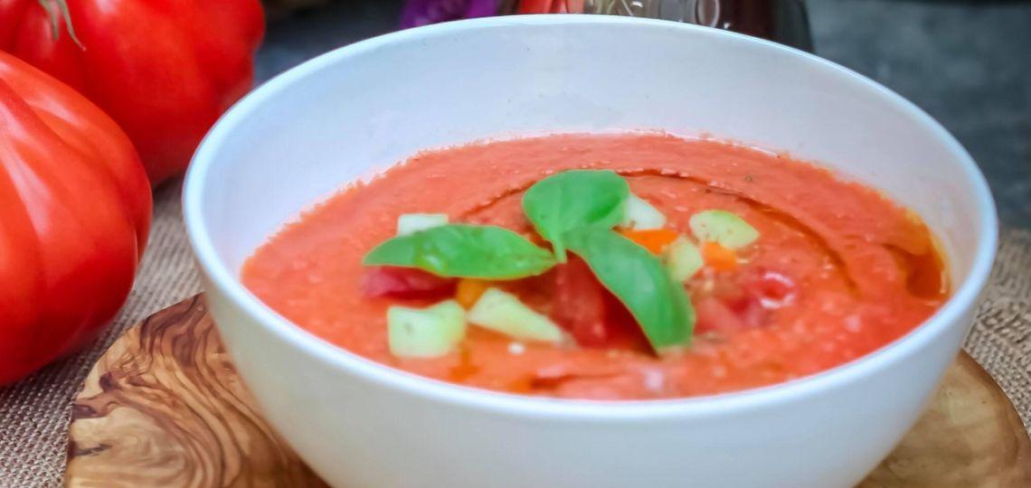 Para hoy, una receta muy sencilla y rendidora: sopa de tomate