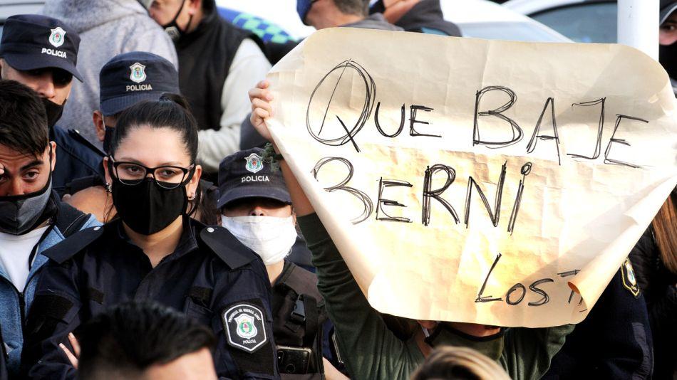 Protesta de la policia Bonaerense en Puente 12 20200908