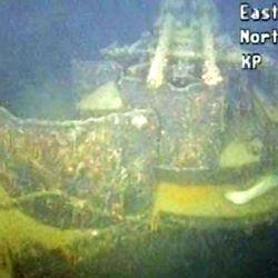 Durante la batalla fue seriamente dañado por la artillería y torpedeado por un submarino británico.