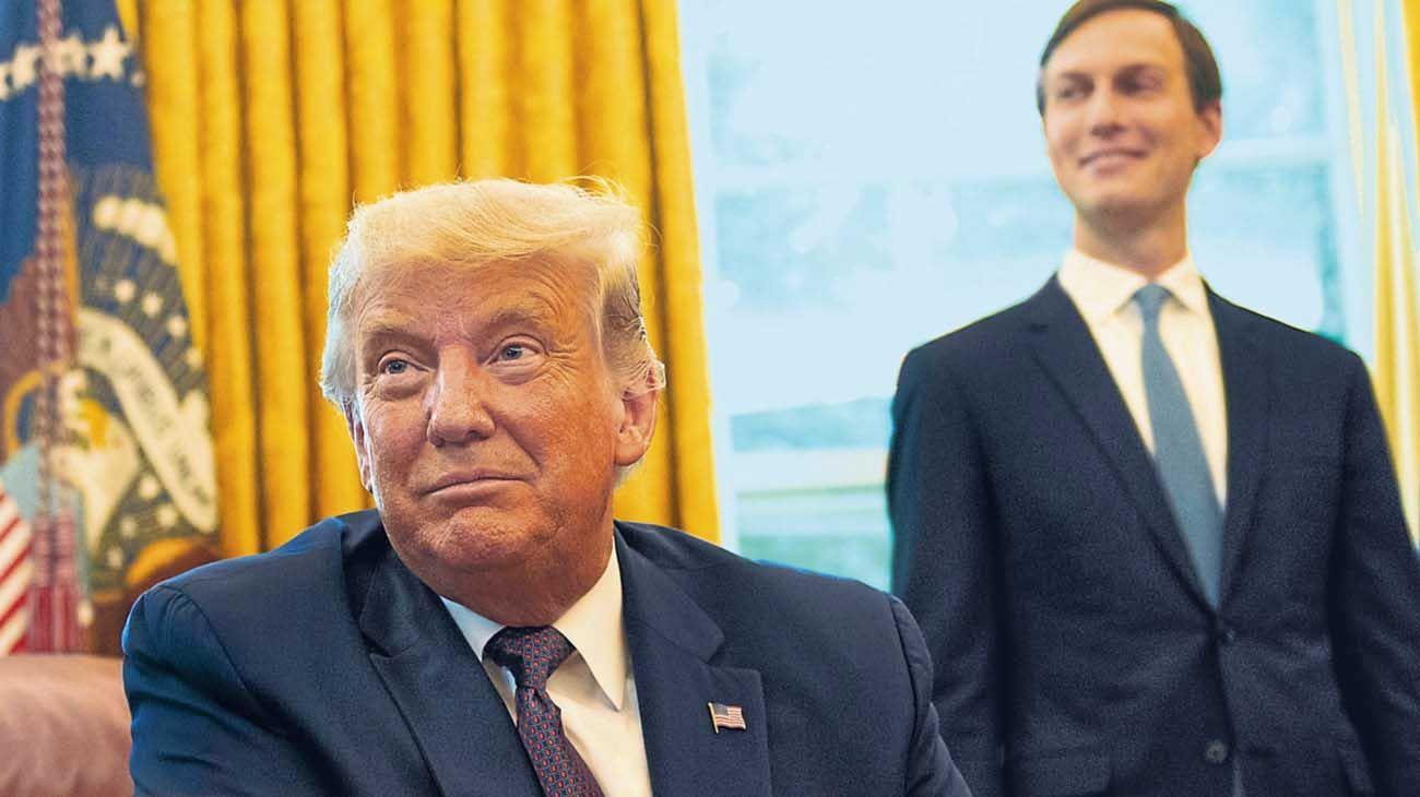 Casa Blanca. El presidente y su yeno, Jared Kushner, que lleva adelante las gestiones en Medio Oriente.