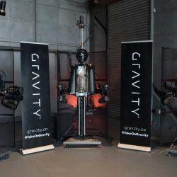 de Gravity Industries, una empresa británica pionera en la aviación individual que creó ese Jet Suit que vemos en la imagen y que tiene diversos usos.