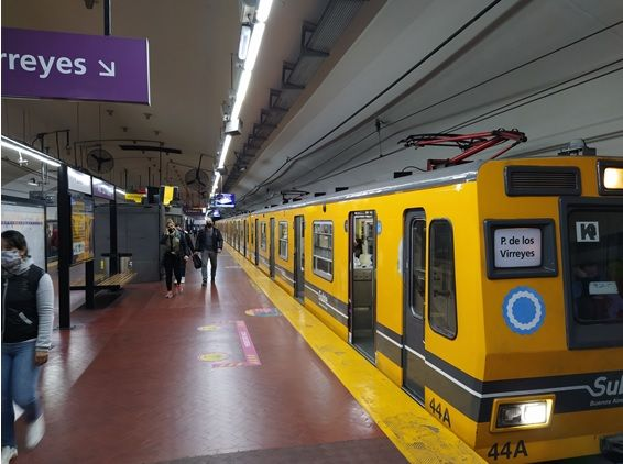 Estación Av. La Plata, Línea E. Hoy Viernes 8:30 hs.