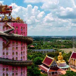 Una vista aérea muestra el templo budista Wat Samphran (Templo del Dragón) en Nakhon Pathom, a unos 40 km al oeste de Bangkok. | Foto:Mladen Antonov / AFP