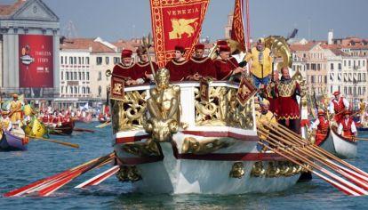 La tradicional regata, símbolo de la residencia de una ciudad mágica.