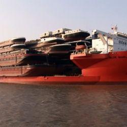 La embarcación se vale de múltiples motores diésel que pueden brindar hasta 17.000 caballos de fuerza.