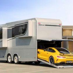 Lo más llamativo del Vario Perfect 1200 es la cochera ubicada en la parte trasera del vehículo, capaz de almacenar un auto de tamaño mediano.