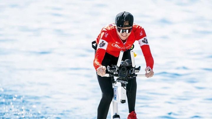 La princesa de Mónaco, primera pedaleando en el agua