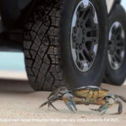 El mode crab funciona a partir de un sistema de ruedas directrices traseras, que se mueven en paralelo a las del eje delantero.