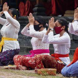 Indonesia: actividades de oración de los devotos en el gran templo de Jagatnatha para celebrar la festividad de Galungan. | Foto:Dicky Bisinglasi / ZUMA Wire / DPA