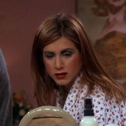 Friends x Revolution: la nueva línea de maquillaje de la icónica serie