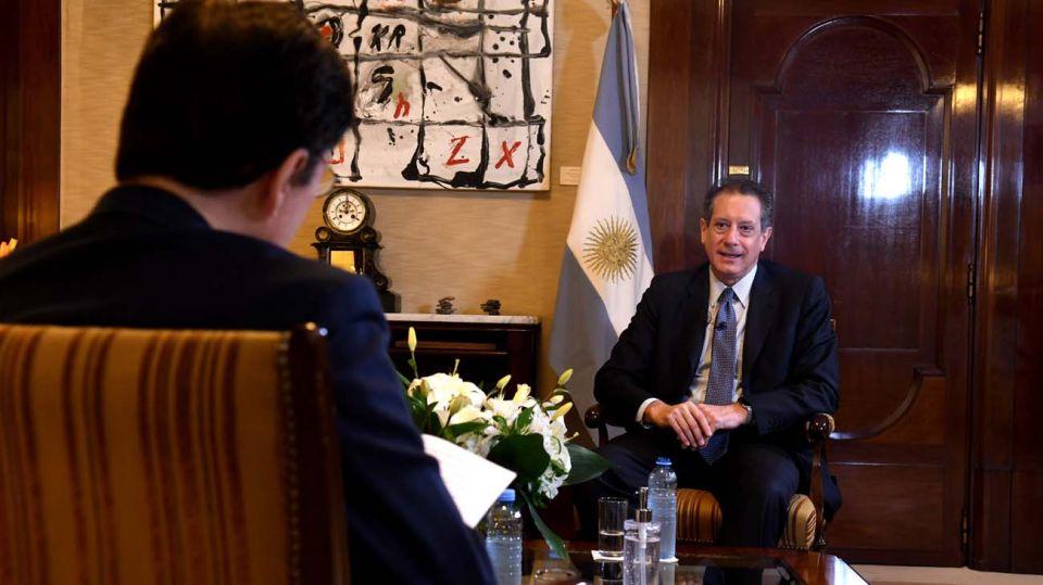 El titular del Banco Central, Miguel Pesce, en la entrevista con Jorge Fontevecchia.