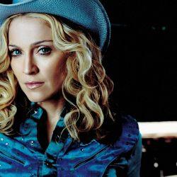 Un look cowgirl que desorientó a muchos pero terminó, como siempre con Madonna, creando tendencia.