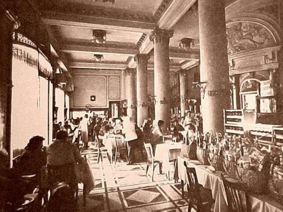 El 21 de Septiembre de 1884 abrió la confitería Las Violetas en Buenos Aires