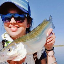 En plena veda, cuarentena mediante, se pescan pejerreyes de increíbles tamaños en varias lagunas.