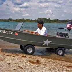 El proyecto fue idea de PeterSripol, que a través de su canal de YouTube muestra paso a paso cómo construyó un vehículo anfibio.