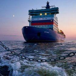 El Arktika es parte de una flota de rompehielos nucleares planeada para impulsar el tránsito de mercancías a lo largo de la costa ártica rusa.