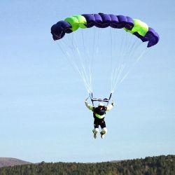 El Club de Paracaidismo de Tandil ofrece saltos de bautismo en paracaídas.